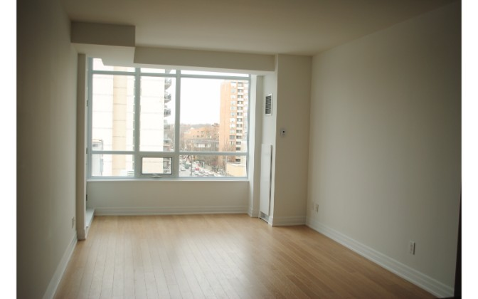 500 St. Clair West,2 Bedrooms Bedrooms,1 BathroomBathrooms,Condominium,St. Clair West,1095
