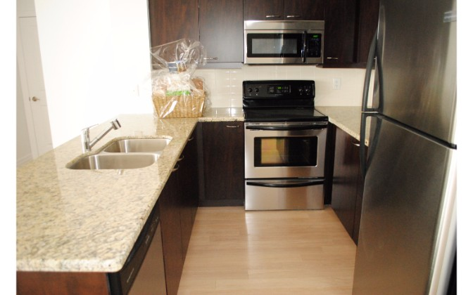 500 St. Clair West,2 Bedrooms Bedrooms,1 BathroomBathrooms,Condominium,St. Clair West,1095