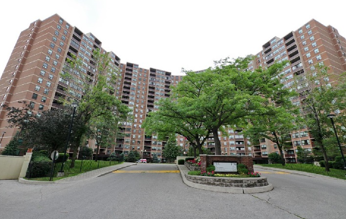 716 The West Mall,Toronto,2 Bedrooms Bedrooms,1 BathroomBathrooms,Condominium,The Buckingham Condos,The West Mall,10,1099