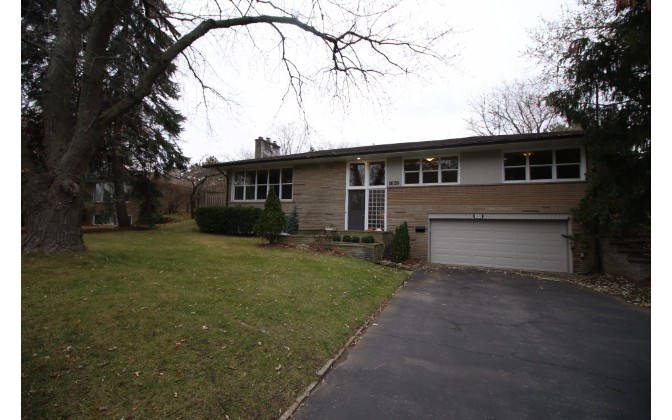 Pinetree Crescent,Mississauga,5 Bedrooms Bedrooms,2 BathroomsBathrooms,House,Pinetree Crescent,1106