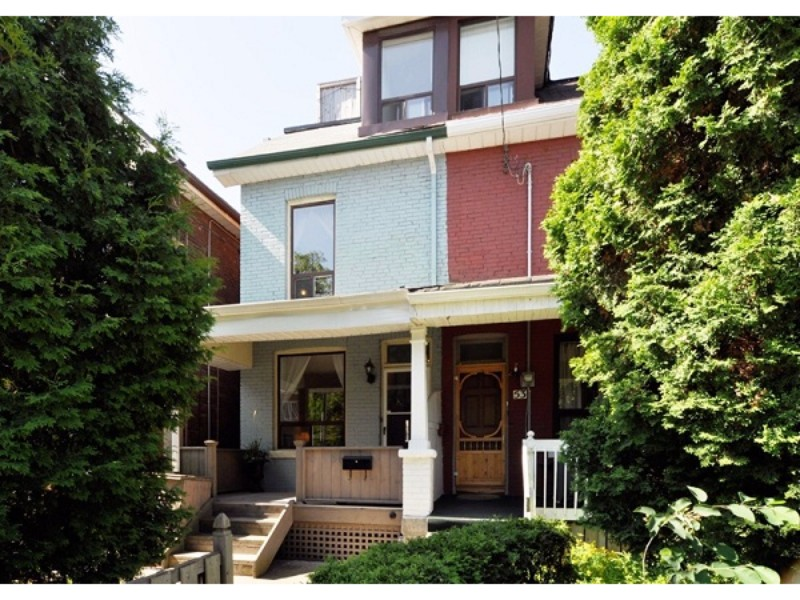 Hook Avenue,Toronto,3 Bedrooms Bedrooms,1 BathroomBathrooms,Apartment,Hook Avenue,1140