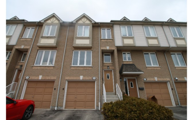 Village Green Blvd.,Mississauga,3 Bedrooms Bedrooms,1 BathroomBathrooms,Townhouse,Village Green Blvd.,1176