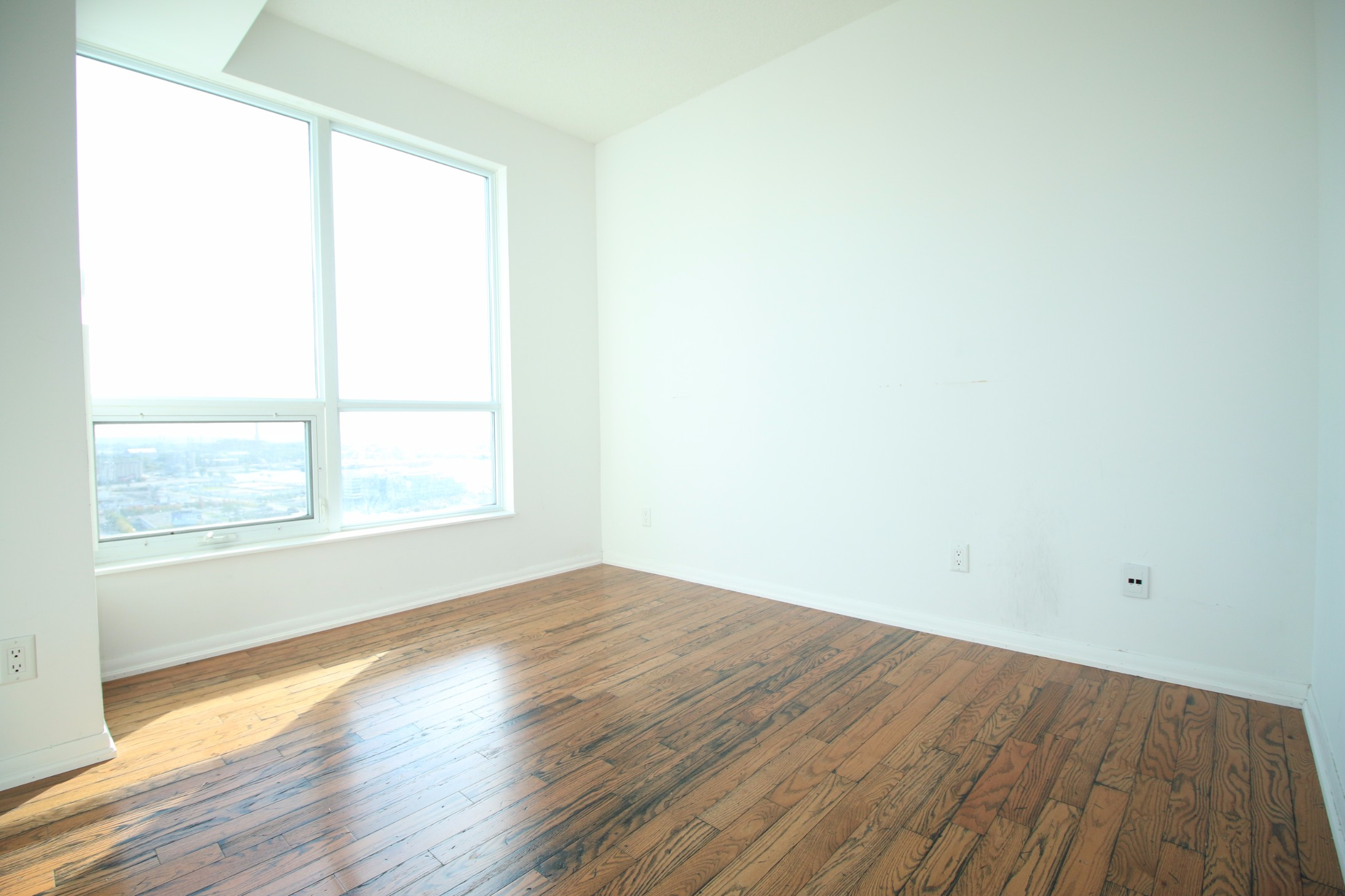 18 Yonge Street,Toronto,2 Bedrooms Bedrooms,2 BathroomsBathrooms,Condominium,Yonge Street,33,1021