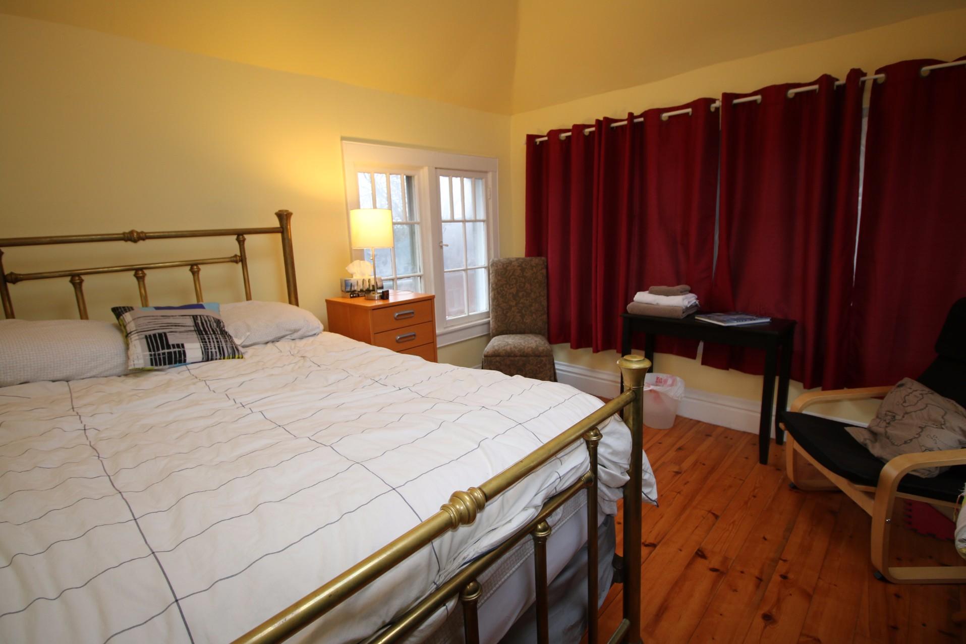 23 Peter Street South,Toronto,2 Bedrooms Bedrooms,1 BathroomBathrooms,House,Peter Street South,1023