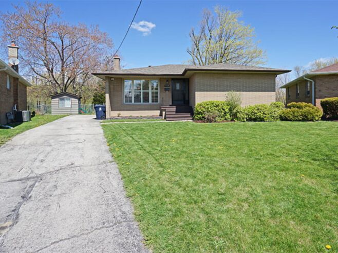 Roebuck Drive,Toronto,M2H6H9,3 Bedrooms Bedrooms,1 BathroomBathrooms,Apartment,146 Roebuck - Upper,Roebuck Drive,1,1000