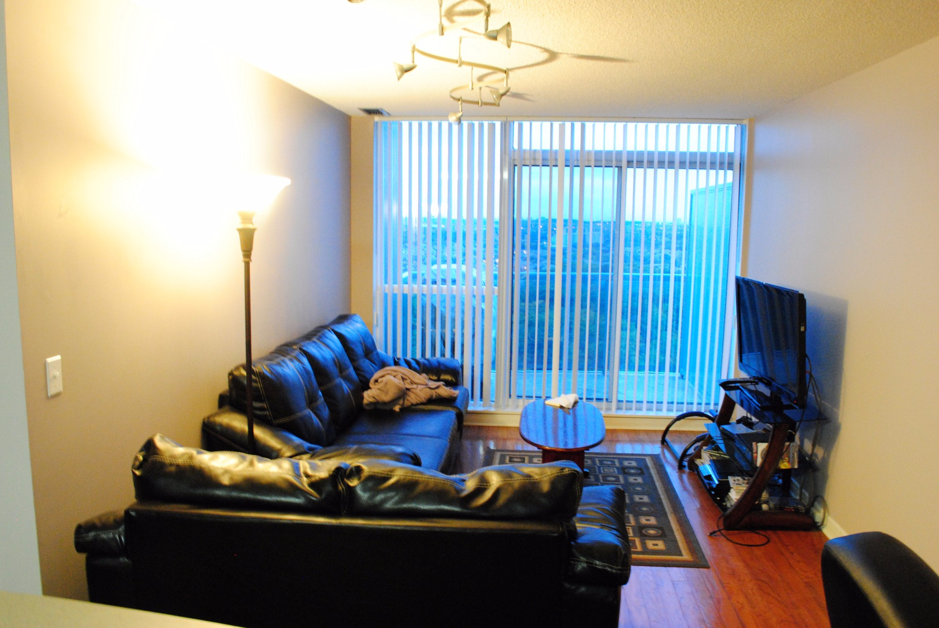 2545 Erin Centre Blvd,Mississauga,1 Bedroom Bedrooms,1 BathroomBathrooms,Condominium,Erin Centre Blvd,18,1001