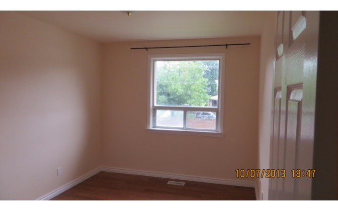 Rockford Avenue,Toronto,3 Bedrooms Bedrooms,2 BathroomsBathrooms,Apartment,Rockford Avenue,1039