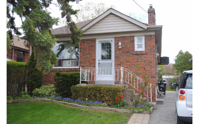 Twelfth Street,Toronto,3 Bedrooms Bedrooms,1 BathroomBathrooms,Apartment,Twelfth Street,1040