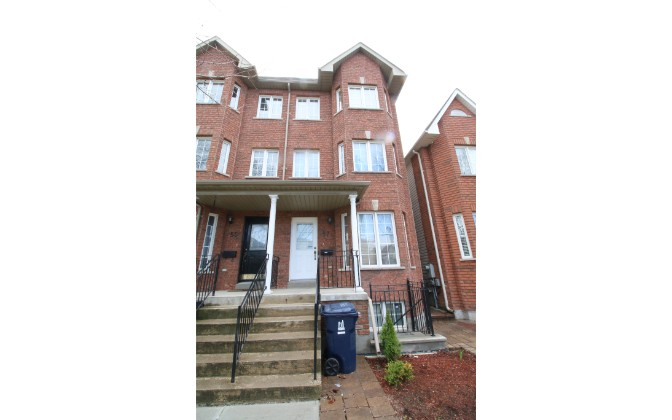 Rutland Avenue,Toronto,4 Bedrooms Bedrooms,2 BathroomsBathrooms,Townhouse,Rutland Avenue,1055