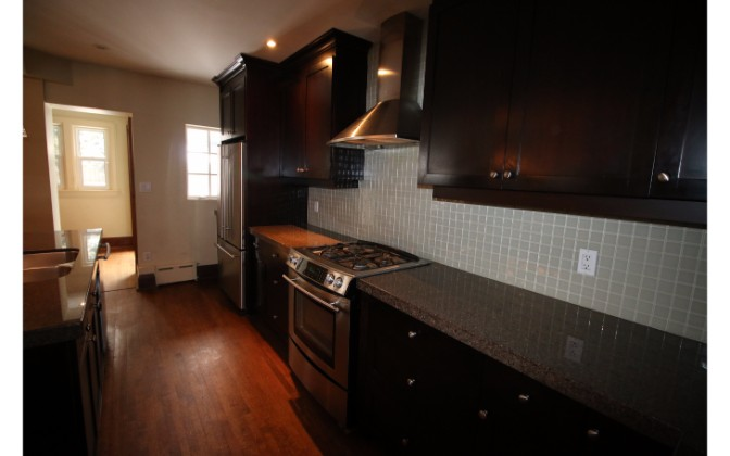 Old Mill Drive, Toronto, 3 Bedrooms Bedrooms, ,2 BathroomsBathrooms,House,For Rent,Old Mill Drive,1056