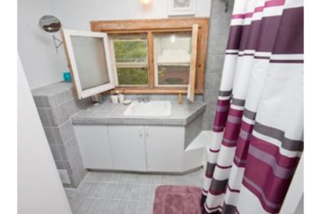 126 Walmer Avenue,Toronto,3 Bedrooms Bedrooms,2 BathroomsBathrooms,Apartment,Walmer Avenue,2,1071