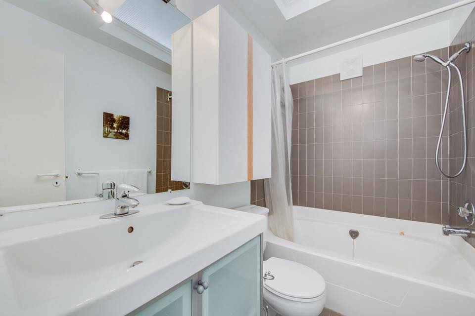 75 Markham Street,Toronto,2 Bedrooms Bedrooms,2 BathroomsBathrooms,Condominium,The Oxford,Markham Street,1006