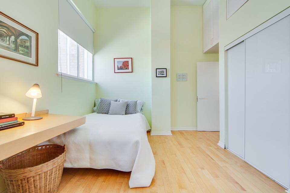 75 Markham Street,Toronto,2 Bedrooms Bedrooms,2 BathroomsBathrooms,Condominium,The Oxford,Markham Street,1006