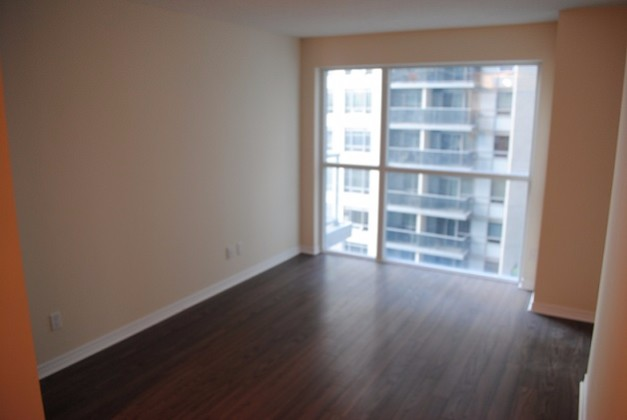 352 Front Street West,Toronto,1 Bedroom Bedrooms,1 BathroomBathrooms,Condominium,FLY Condos,Front Street West,1087