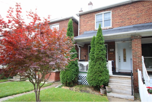 Westmoreland Avenue,Toronto,3 Bedrooms Bedrooms,2 BathroomsBathrooms,House,Westmoreland Avenue,1089